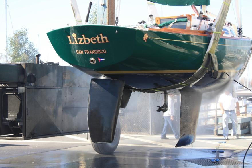 LIZBETH gets hauled at the Boat Yard